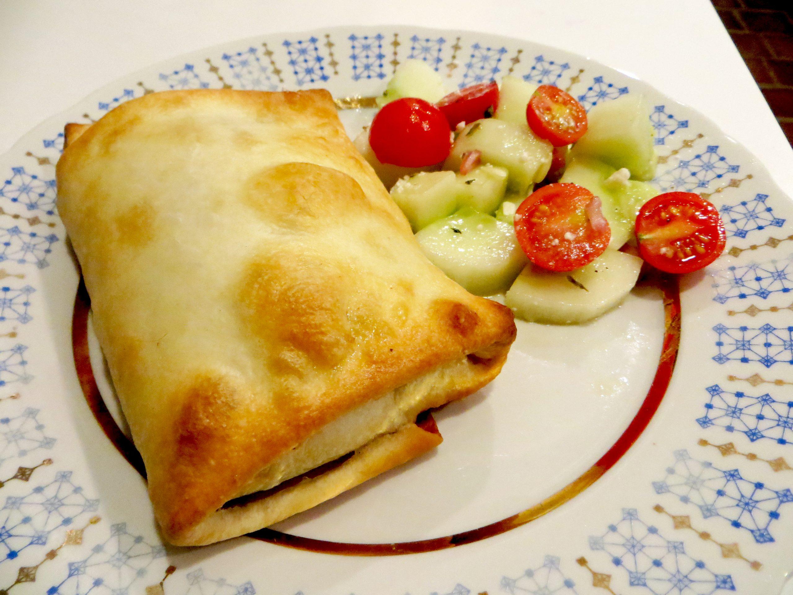 Gyro puff with Greek salad